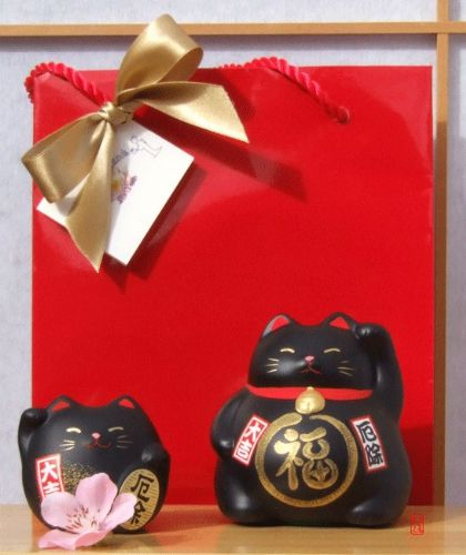 Gift Bag - 2 Lucky cats for black for protection – rounded & medium -  waving Maneki Neko Feng Shui